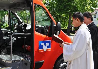 Offizielle Übergabe des Bürgerbusses mit Fahrzeugsegnung, 18. Mai 2012