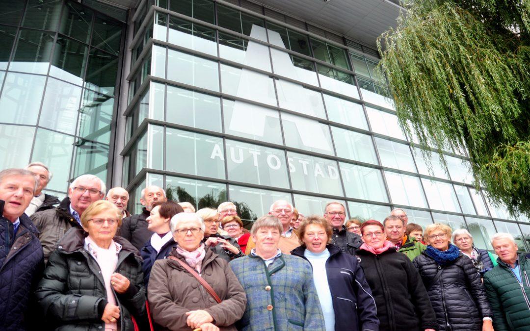 "Bürgerbus-Team besucht ""Autostadt Wolfsburg"""
